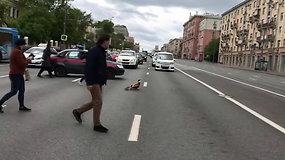 Gyventojus sujaudinęs Maskvos pareigūnų poelgis –  sustabdė intesyvų eismą gatvėje