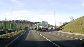 Pamatykite: užfiksavo pavojingus sunkvežimio vairuotojo manevrus Vilniuje
