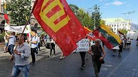 """Keliasdešimt žmonių dalyvauja eisenoje """"Lietuvių gyvybės svarbios"""""""