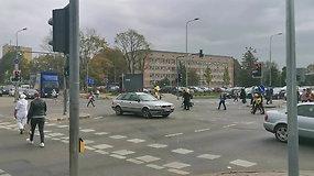 Sankryža Vilniuje sukėlė ne vieną klausimą: ar gali pėstieji taip vaikščioti?