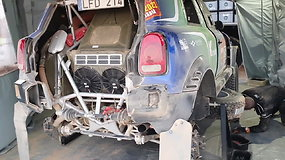 """Pamatykite, kas vyksta V.Žalos garaže –  tikrinama, kas nutiko """"Mini"""" varikliui"""
