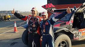 Ant podiumo pasirodė paskutinis lietuvių lenktynininkas Gintas Petrus – Dakarą baigė 27-oje vietoje