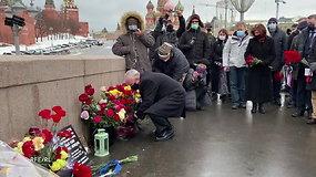 JAV ambasadorius ir Europos diplomatai apsilankė B.Nemcovo nužudymo vietoje