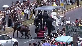 Žirgo numesta policininkė sulaukė popiežiaus Pranciškaus užuojautos