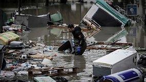 Skęstantis Paryžius: Senos upės vanduo nenustoja kilti