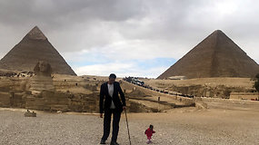 Neįprasta pora aplankė Egiptą: Guinesso rekordų savininkai gėrėjosi piramidėmis