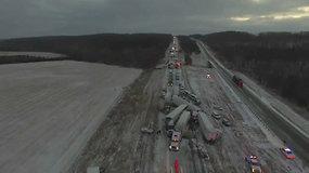 Masinė avarija: slidžiame Misūrio greitkelyje susidūrė šimtai automobilių