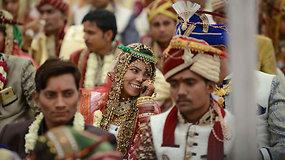 Masinės vestuvės Indijoje: susituokė daugiau nei 500 skirtingo tikėjimo porų