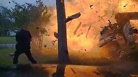 Į avarijos vietą atvykę pareigūnai užfiksavo siaubingą namo sprogimą
