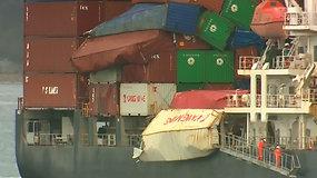 Didžiulės bangos nuo krovininio laivo nubloškė daugiau nei 80 konteinerių
