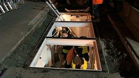 Palaidotas gyvas: australas 72 val. praleis konteineryje po intensyvaus eismo keliu