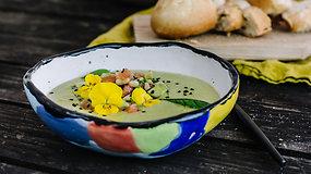 Pavasaris lėkštėje: lengvai paruošiama žirnelių ir kokosų pieno sriuba