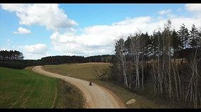 Keliautojų karantinas: Karolis Mieliauskas ir Vitoldas Milius važiuoja aplink Lietuvą žvyrkeliais