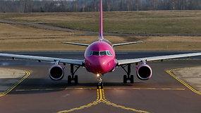"""""""Kylam"""". Oro erdvės kirtimo tvarka: griežti reikalavimai, skrydžių planai ir tiksli aviacinė kalba"""