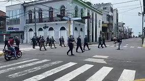 Karantino metu Peru miestų gatvėse patruliuoja kariai ir policininkai