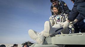 Į Žemę sugrįžo ilgiausiai kosmose išbuvusi moteris