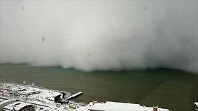 Užfiksuota, kaip Turkijos pakrantei smogia stipri pūga