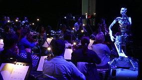 Dirbtinio intelekto proveržis: simfoniniam orkestrui diriguoja robotas
