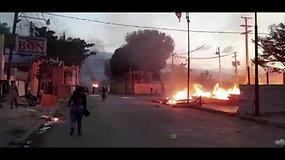 Ugningi protestai Haityje: tautai skurstant, valstybės biudžetas skirstomas karnavalams