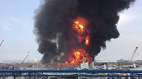 Praėjus vos mėnesiui po sprogimo, Beirute kilo milžiniškas gaisras – užsidegė naftos ir padangų parduotuvė
