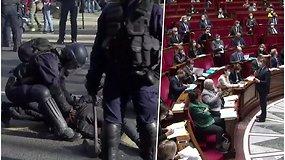 Prancūzijoje šimtai žmonių protestuoja prieš siūlomą įstatymą, draudžiantį skelbti policininkų atvaizdus