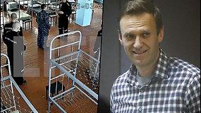 A.Navalnas perkeltas į kolonijos ligoninės palatą – prie kalėjimo sienų protestuoja medikai