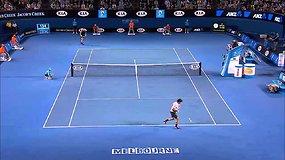 Andy Murray po penkių setų mūšio nukovė Rogerį Federerį ir pateko į finalą