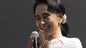 Mianmaro parlamente darbą pradeda demokratijos šauklės partija