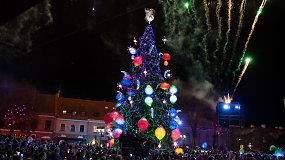"""Kaune įžiebta kosminiais kūnais puošta Kalėdų eglė – pradėta sekti """"Mažojo princo"""" pasaka"""
