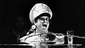 Eltonas Johnas švenčia 70-ąjį gimtadienį – akimirkos iš jo muzikinės karjeros