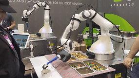 Robotas Alfredas gali padaryti salotų ar patiekti ledų