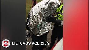 Elektrėnuose nufilmuotas iš pelkės ištrauktas nuo policijos sprukęs vyras