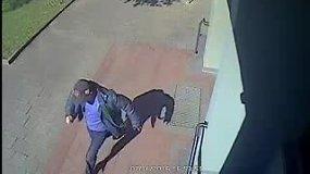 Ieškomas vyras pavogęs alkoholinius gėrimus iš Alytaus parduotuvės