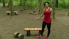 Pavasario iššūkis: kaip sportuoti, kai lauke turite tik suoliuką?