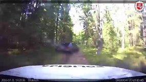 Nuožmios gaudynės: bėglį pareigūnai vijosi žvyrkeliais ir miško keliukais
