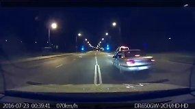 """Paviešino, kaip vyko automobilio """"Opel Omega"""" gaudynės Vilniaus gatvėse"""