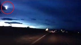 Paslaptingus blyksnius ir šviesą virš Škotijos galėjo sukelti meteoras?