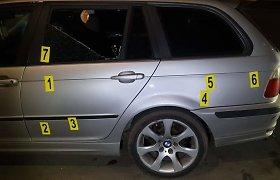 Ginkluotas santykių aiškinimasis Kaune – BMW vairuotoją persekiojo, apšaudė ir galiausiai taranavo