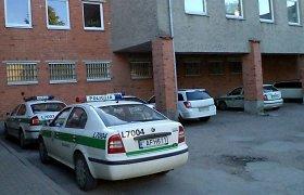 Šilutėje nuvaryta prie policijos komisariato kaip nusikaltimo įrankis saugota mašina
