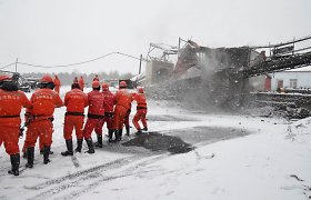 Ekspertai: Kinijos kasykloje įstrigusiems darbininkams išgelbėti prireiks dar 15 dienų
