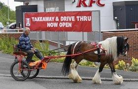 Kas nutinka, kai į automobiliams skirtą KFC atvyksti su arkliu?