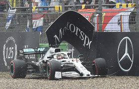 """Kupina avarijų """"Formulė 1"""" Vokietijoje: S.Vettelis stebuklingai prisikėlė, laimėjo M.Verstappenas"""