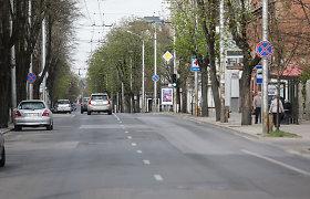 """Remontuojamoje gatvėje Kaune """"Audi"""" pametė variklį"""