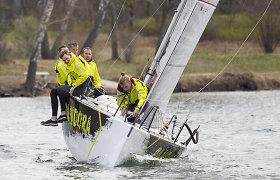 """Buriavimo sezonas atidarytas: Trakuose startavo pirmoji regata """"Platu-25"""" klasės jachtomis"""