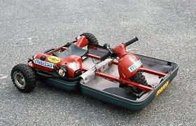 """Keisčiausias """"Mazda"""" prototipas – automobilis-lagaminas, važiavęs 30 km/val. greičiu"""