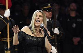 """Po patirtos gėdos giedant JAV himną prabilo ir pati Fergie: """"Aš mėgstu rizikuoti"""""""