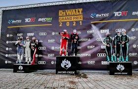 """""""Broliukų"""" mūšyje netrūko dūmų ir ugnies: šiauliečių """"Lamborghini"""" Rygoje išplėšė pergalę BEC 6 val. lenktynėse"""