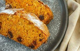 Puikiai tiks ir šventėms: klasikinio skonio, neeilinio purumo morkų pyragas