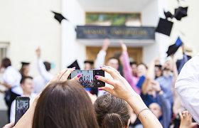 STRATA: vis daugiau moterų užima profesorių pareigas