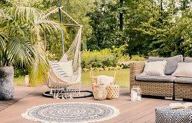 """2021-ųjų tendencija – """"hipių rojus"""" sode arba terasoje. Interjero dizainerė pataria, kaip jį sukurti"""